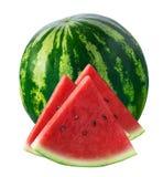 Hel vattenmelon och tre triangelstycken som isoleras på vit Royaltyfri Bild