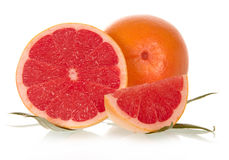 Hela kryddnejlikor och grapefrukter med sidor Arkivbilder
