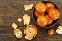 Hela och skalade mandariner Arkivfoton