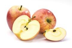 Hela och skivade ââred äpplen Fotografering för Bildbyråer