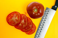 Hela tomater som skivas och Arkivbilder