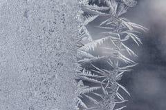 Helada inusual en una ventana del invierno Fotos de archivo libres de regalías