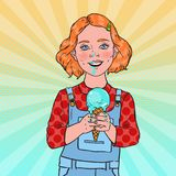 Helado de Art Little Girl Eating Tasty del estallido El niño feliz lindo prueba el postre frío del cono stock de ilustración