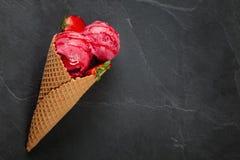Helado de fresa Imagen de archivo libre de regalías
