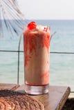 Helado del helado en la tabla con el mar Imágenes de archivo libres de regalías