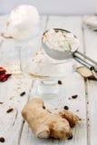 Helado del jengibre - hecho de la leche y del jengibre frescos Imagenes de archivo