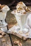 Helado del pistacho con caramelo Foto de archivo