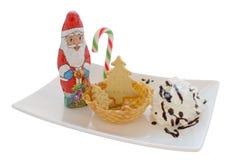 Helado en cono/cuenco de la oblea con la decoración de la Navidad Foto de archivo