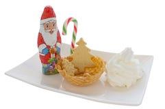 Helado en cono/cuenco de la oblea con la decoración de la Navidad Foto de archivo libre de regalías