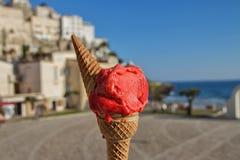Helado italiano de fresa Imagen de archivo libre de regalías