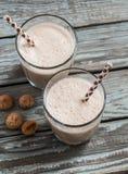 Helado y batido de leche del chocolate en vidrios Imagen de archivo libre de regalías