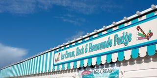 Helado y caramelo de la playa Fotografía de archivo libre de regalías