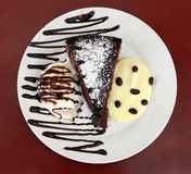 Helado y torta Foto de archivo
