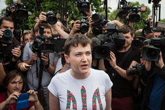 Held van de Oekraïne Nadiya Savchenko na bevrijding van Russisch p Stock Afbeeldingen