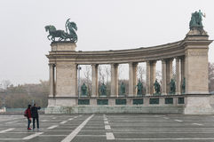 Helden quadrieren in Budapest hat Statuen von Ungarn-` s vorüber Stockfotografie