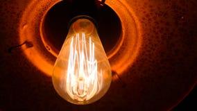 Helder aanstekende grote lamp dicht omhoog stock footage