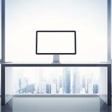 Helder binnenland met computervertoning Stock Foto's