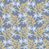 Helder bloemen naadloos ontwerp met blauwe bloemen en gouden bladeren Stock Afbeelding