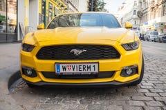 Helder geel de autoclose-up van Ford Mustang 2015 Stock Foto's