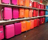 Helder gekleurde bagage Stock Foto's
