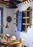 Helder gekleurde Marokkaanse gestileerde boutiquebistro Royalty-vrije Stock Fotografie