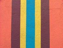 Helder gekleurde muur met verticale strepen Stock Afbeeldingen