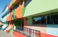Helder geschilderde bureaus van technologiebedrijf in Vancouver stock foto