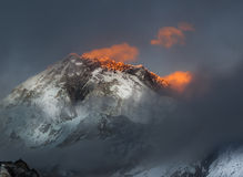 Helder Himalayagebergte royalty-vrije stock afbeelding