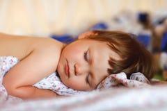 Helder portret van aanbiddelijke slaapbaby Royalty-vrije Stock Fotografie