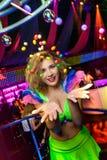 Heldere danser in nachtclub Royalty-vrije Stock Afbeeldingen