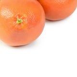 Heldere die grapefruit op witte achtergrond wordt geïsoleerd Stock Foto's