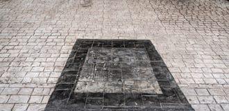 Heldere en donkere concrete vloer stock fotografie