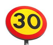 Heldere geïsoleerde maximum snelheidverkeersteken stock foto's