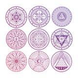 Heldere geheimzinnigheid, geheime hekserij, alchimie, mystieke esoterische die symbolen op witte achtergrond worden geïsoleerd royalty-vrije illustratie