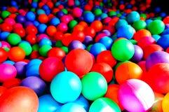 Heldere gekleurde ballen Stock Afbeeldingen
