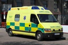 Heldere gele Britse Ziekenwagen Stock Afbeelding