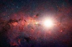 Heldere, glanzende ster in de achtergrondmelkweg Royalty-vrije Stock Fotografie