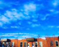 Heldere hemel over het dak stock foto