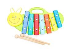 Heldere houten stuk speelgoed xylofoon op een witte achtergrond Het onderwijs bedriegt royalty-vrije stock fotografie