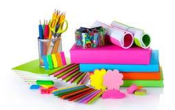 Heldere kantoorbehoeften en boeken Stock Fotografie
