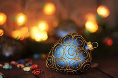 Heldere Kerstmissamenstelling met hartsnuisterij Royalty-vrije Stock Afbeelding