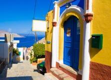 Heldere kleuren van de muren van huizen het oude Grieks royalty-vrije stock afbeelding