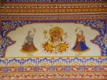 Heldere Kleuren van Ganesha en Dansende Meisjes, Muurkunst in de Oude Bouw van Rajasthan Stock Foto