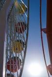Heldere kleuren van het ferriswiel in Santa Monica Pier Stock Foto