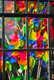 Heldere kleurrijke venstervertoning Stock Afbeeldingen