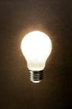 Heldere lamp op een geweven achtergrond Royalty-vrije Stock Afbeeldingen