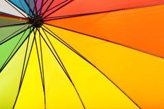 Heldere Multicolored paraplu binnen mening Stock Afbeeldingen