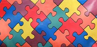 Heldere muur van kleurrijke puzzels Samenvatting stock afbeelding