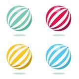 Heldere opblaasbare die bal op wit wordt geïsoleerd Stock Foto's