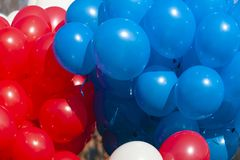 Heldere, rode, blauwe, witte ballen als achtergrond royalty-vrije stock afbeelding